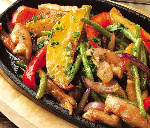 Картошка с стручковой фасолью и курицей в духовке рецепт
