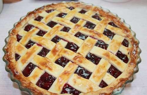 Пирог с вишней из слоеного теста рецепт с пошагово в духовке