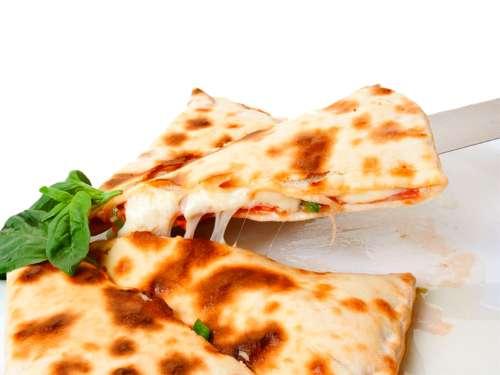 Рецепт закрытой пиццы с сыром и курицей