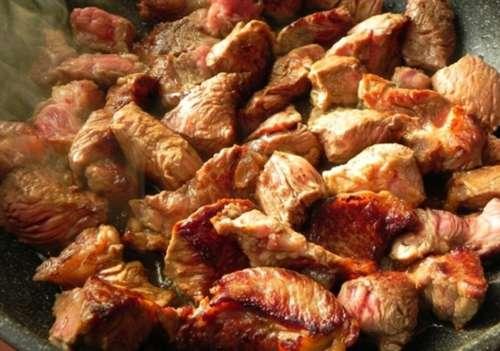 Свинина жареная кусочками на сковороде рецепт пошагово