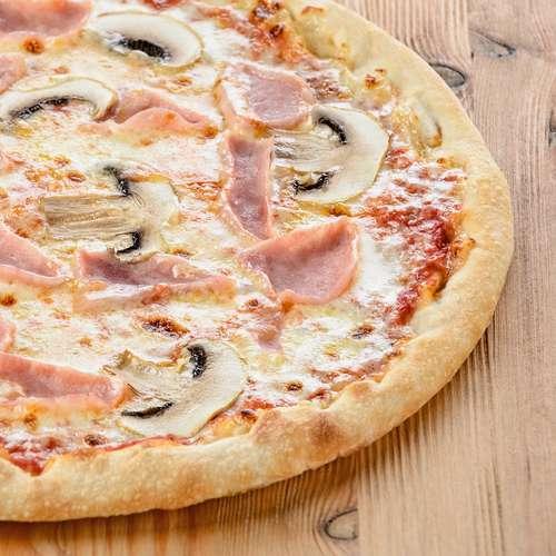 Пицца с грибами на тонком тесте