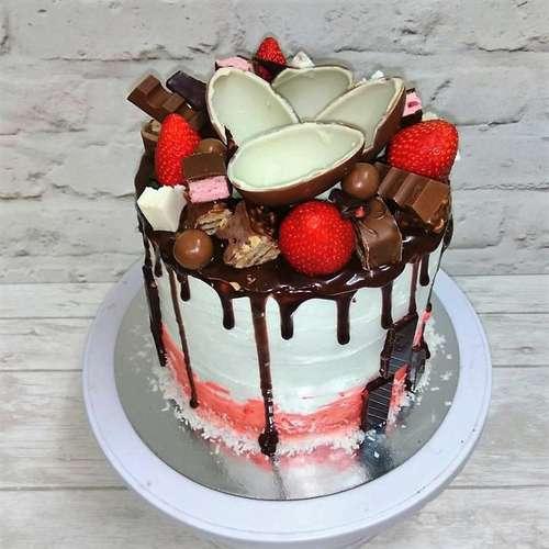 Украшение торта шоколадками и киндерами 67