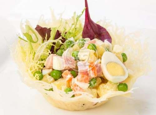 Фото салат в сырной корзинке