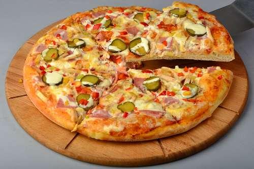 Пицца со свежим огурцом