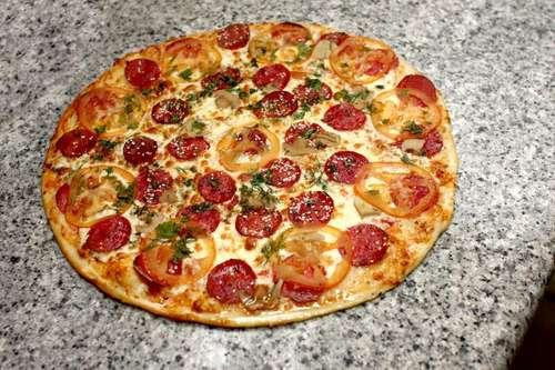 Домашняя пицца рецепт фото колбасой