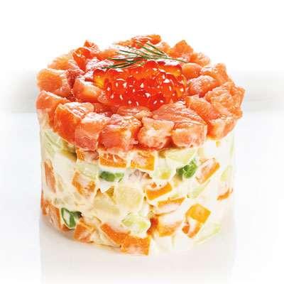 Картофель-майонез-семга-яйца-майонез-сыр-семга-яйца-майонез-картофель(майонез можно заменить чесночным соусом).