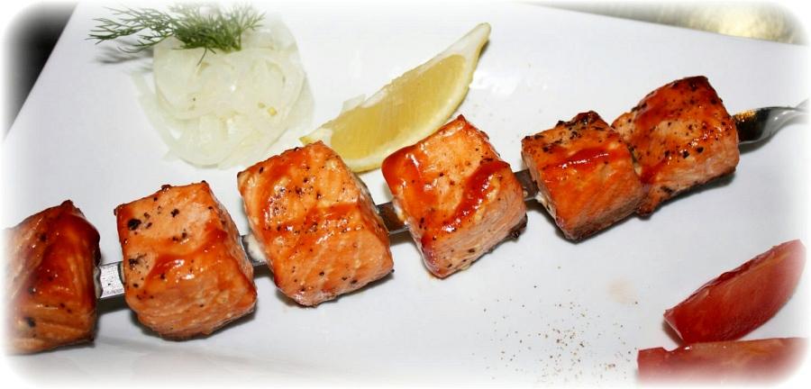 Японцы готовят рыбу
