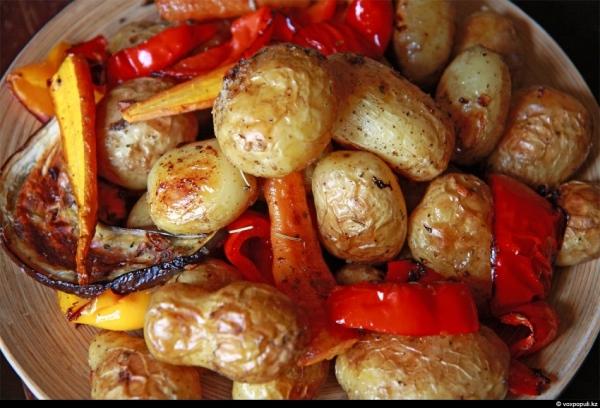 Как запечь овощи с мясом в духовке рецепт