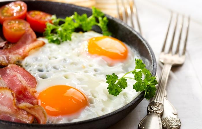 Вкусные варианты яичниц